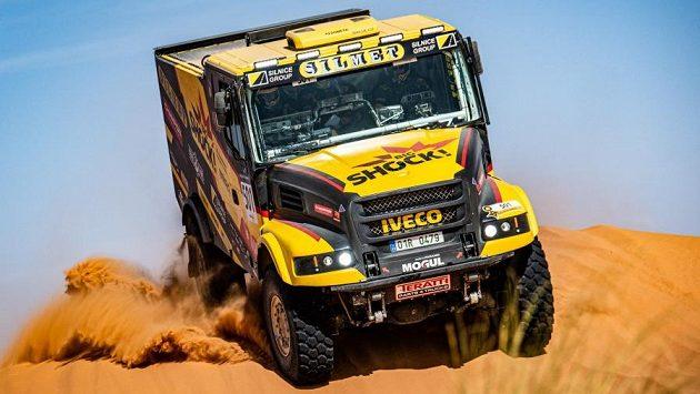 Macíkův kamion v dunách.