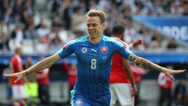 Slovenský záložník Ondrej Duda na mistrovství Evropy ve Francii.