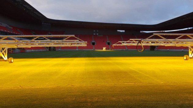 Předseda představenstva fotbalové Slavie se pochlubil novinkou. Na stadionu září umělé slunce.