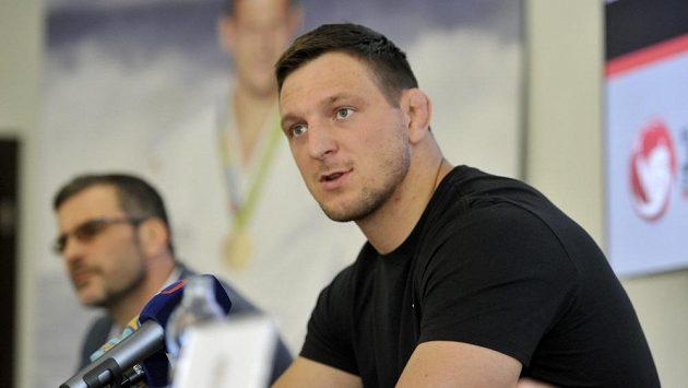 Reprezentační trenér judistů Petr Lacina (vzadu) na snímku s Lukášem Krpálkem, který tentokrát v soutěži družstev chyběl.