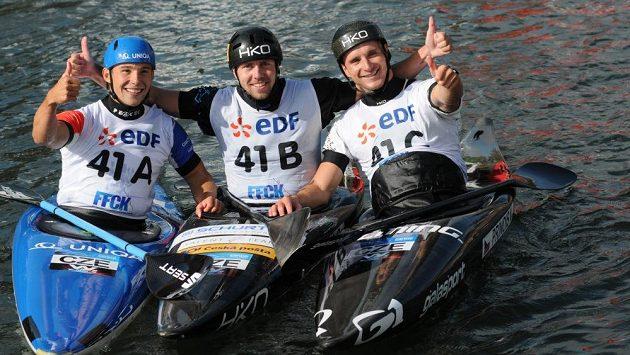 České trio kajakářů na MS ve vodním slalomu po triumfu v závodě hlídek, zleva Jiří Prskavec, Ondřej Tunka a Vít Přindiš.