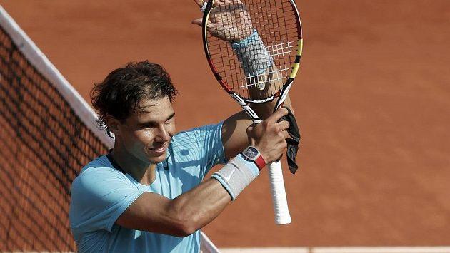 Španěl Rafael Nadal se raduje z vítězství nad Leonardem Mayerem.