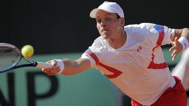 Český tenista Tomáš Berdych při nedávném Davis Cupu v souboji s Francouzem Richardem Gasguetem.