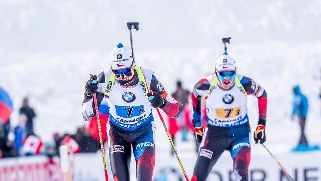 Čeští biatlonisté Tomáš Krupčík (vlevo) a Adam Václavík.