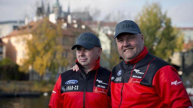 Martin Kolomý (vpravo) s navigátorem Jiřím Strossem.