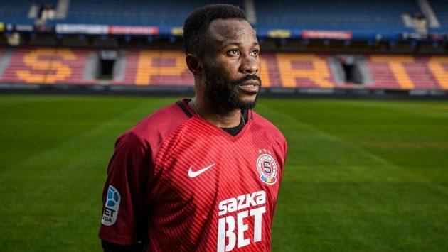 Posilou fotbalové Sparty se v pátek stal gabonský reprezentant Guélor Kanga.