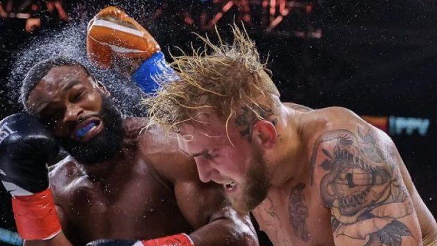 Jake Paul v souboji proti Tyronu Woodleym