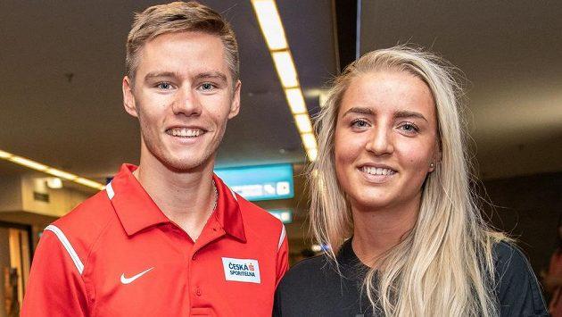 Pavel Maslák se snoubenkou Nellou během odjezdu na atletické ME do Berlína.
