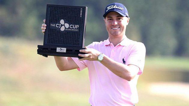 Vítěz golfového turnaje PGA Tour v Koreji Justin Thomas ze Spojených států.