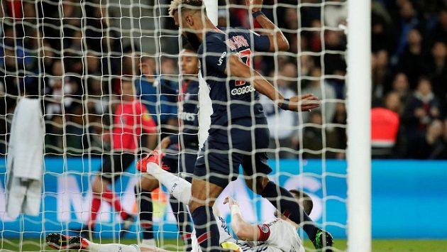 Nejhorší zakončení v historii fotbalu? Zahozená tutovka hráče PSG Choupo-Motinga na něj podle médií aspiruje.
