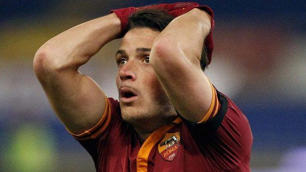 Zklamaný Alessandro Florenzi z AS Řím v utkání s Cagliari.