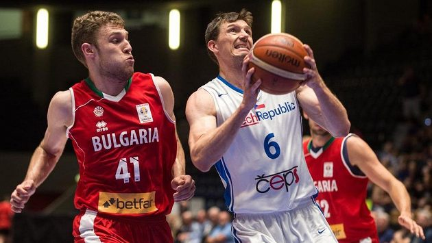 Aleksandar Vezenkov (vlevo) z Bulharska a Pavel Pumprla.