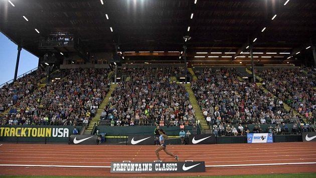 Zaplněná tribuna na mítingu Diamantové ligy v Eugene.