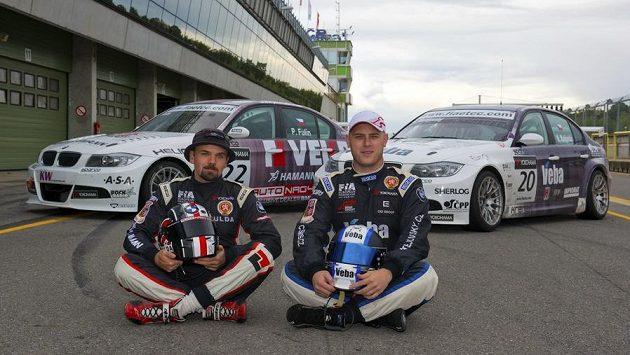 Čeští závodníci Petr Fulín (vlevo) a Michal Matějovský před startem v Brně.