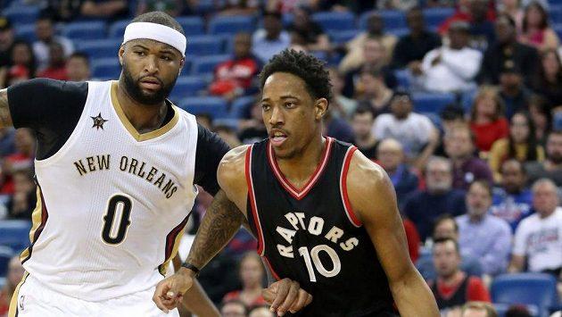 DeMarcus Cousins (0) z New Orleans a DeMar DeRozan (10) z Toronta.