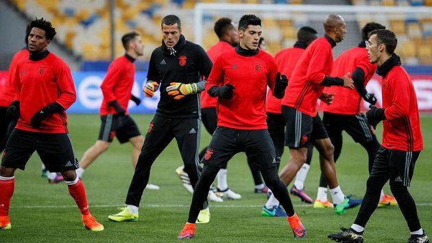 Fotbalisté Benfiky Lisabon na tréninku v Kyjevě.