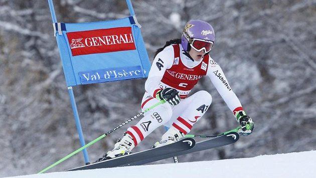 Rakušanka Anna Veithová při superobřím slalomu ve Val d'Isere. Ilustrační snímek.