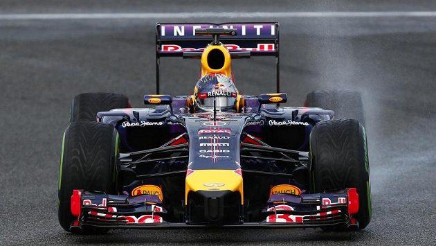 Sebastian Vettel s vozem Red Bull ještě při testech v Jerezu.