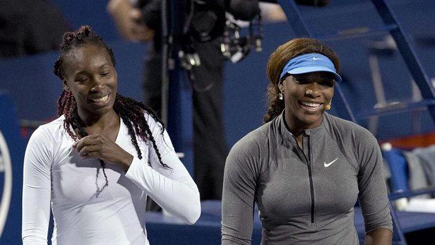 Americké tenisové duo Venus Williamsová (vlevo) a Serena Williamsová.