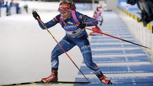 Česká biatlonistka Gabriela Soukalová odjíždí ze střelnice při vytrvalostním závodu na MS v Kontiolahti.