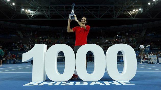 Roger Federer slaví triumf v Brisbane.
