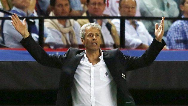 Kouč Mönchengladbachu Lucien Favre při utkání v Seville.