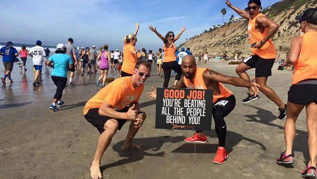 Kdo tvoří skutečný závod? Elitní běžci, nebo nadšení hobbíci?