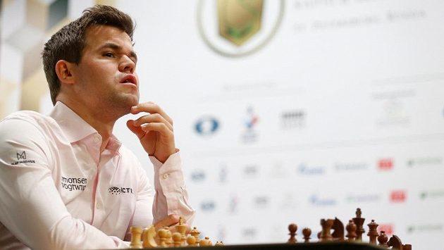 Magnus Carlsen z Norska na šampionátu v Petrohradu.