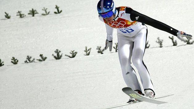 Slovinský skokan Peter Prevc v olympéijské kvalifikaci.