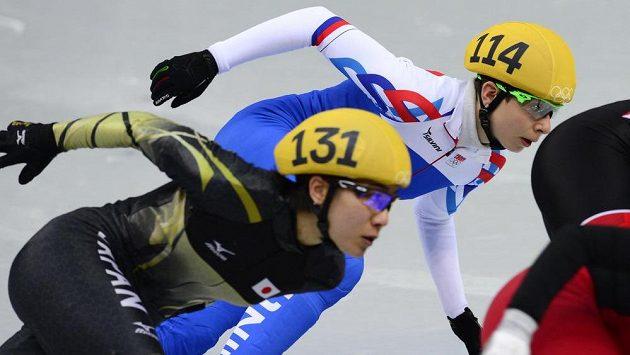 Marný boj Kateřiny Novotné (114) v rozjížďce závodu na 1500 m.