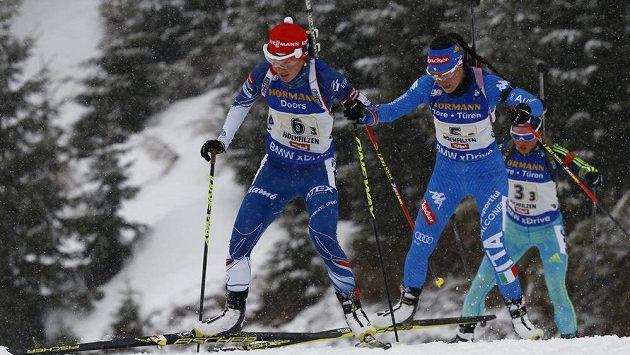 Veronika Vítková (vlevo) při štafetě na MS