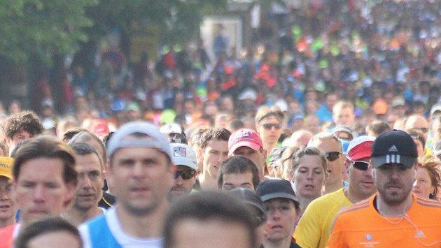 Tisíce lidí vyhledávají maratóny. Masa, krerá má společný zájem.