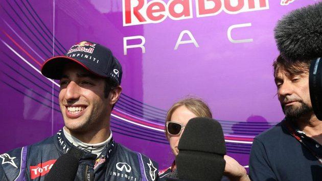 Daniel Ricciardo si vyzkoušel vůz Red Bull při letošním testu mladých pilotů v Silverstonu.