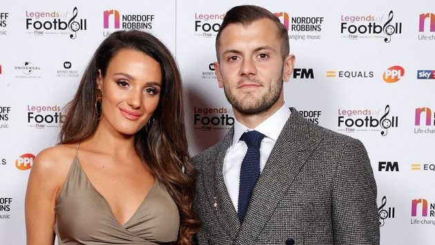 Fotbalista West Hamu Jack Wilshere a manželka Andriani.