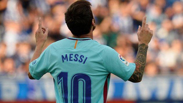 Barcelonský Lionel Messi sice v ligovém utkání proti Deportivu Alavés nedal penaltu, pak ale dvěma góly rozhodl o výhře favorita.
