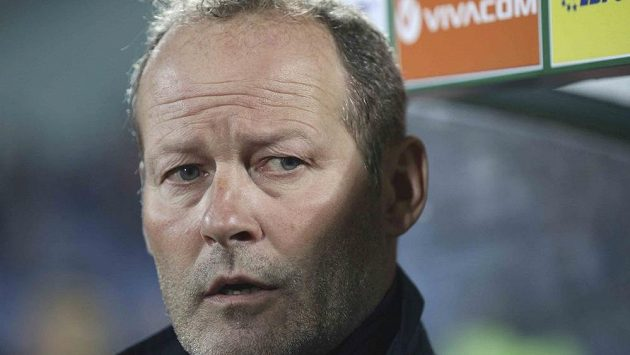 Nizozemský kouč Danny Blind při utkání s Bulharskem.