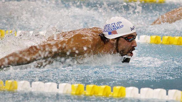 Americký plavec Michael Phelps při polohovém závodě na 200 m v americkém Minneapolis.