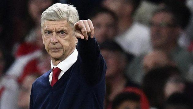 Trenér Arsenalu Arséne Wenger během zápasu s Chelsea.