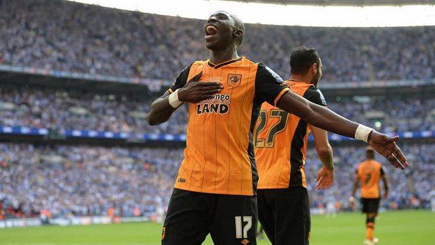 Mohamed Diame z Hullu slaví gól proti Sheffieldu Wednesday ve finále play off o postup do Premier League.