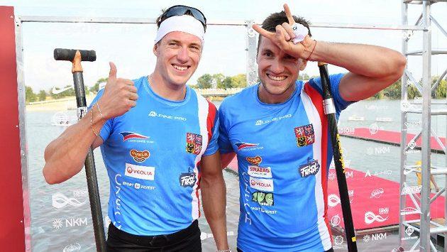 Dobře naladění Petr (vlevo) a Martin Fuksové po semifinále mistrovství světa v Szegedu.