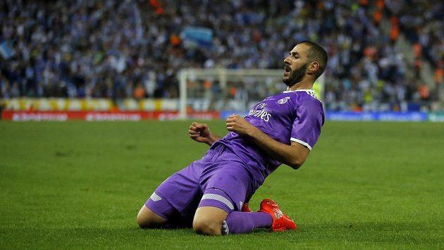 Fotbalista Realu Madrid Karim Benzema po druhém gólu do sítě Espaňolu.