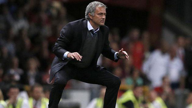 Trenér londýnské Chelsea José Mourinho v utkání proti Manchesteru United na Old Trafford.