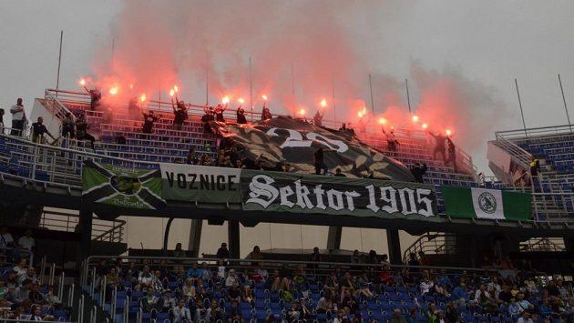 Jak na fotbalovém stadiónu se mohli cítit florbalisté Bohemians a Chodova při startu nové sezóny.