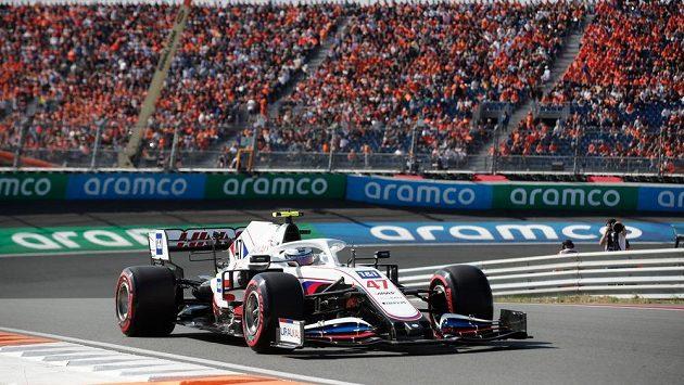 Mick Schumacher ze stáje Haas během kvalifikace na Velkou cenu Nizozemska.
