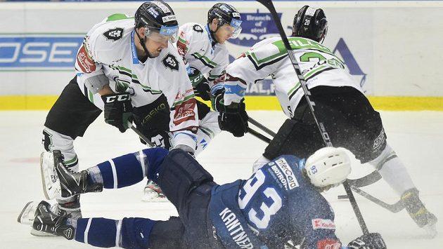 Na ledě se ocitl Matyáš Kantner z Plzně v souboji s přesilou hráčů Mladé Boleslavi.