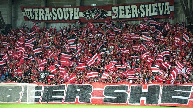 Fanoušci Beer Ševy během utkání se Spartou.