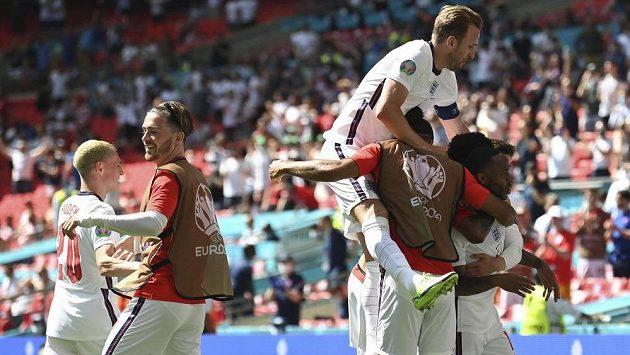 Anglická radost ve Wembley. Favorit zvítězil v úvodním uktání skupiny D fotbalového EURO nad Chorvatskem. Zápas rozhodl v 57. minutě Raheem Sterling.
