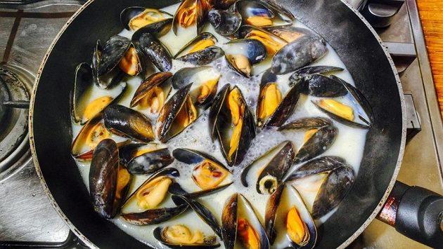 Slávky na víně - zajímavé zpestření běžeckého jídelníčku u moře.