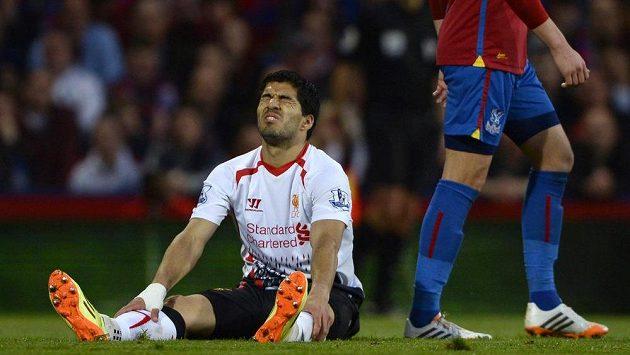 Rozčarovaný kanonýr Liverpoolu Luis Suárez v utkání s Crystal Palace.