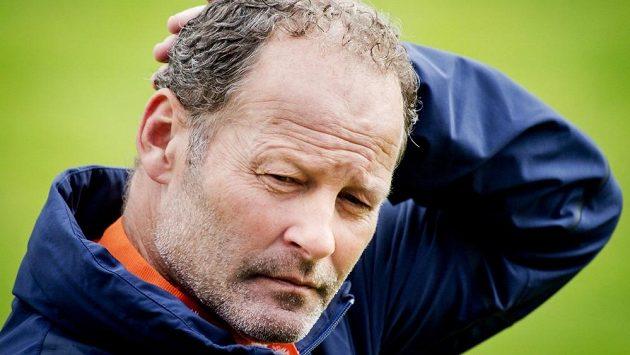 Kouč Oranje Danny Blind před závěrem kvalifikace o EURO 2016. Nizozemci hrají v Kazachstánu a doma proti ČR.